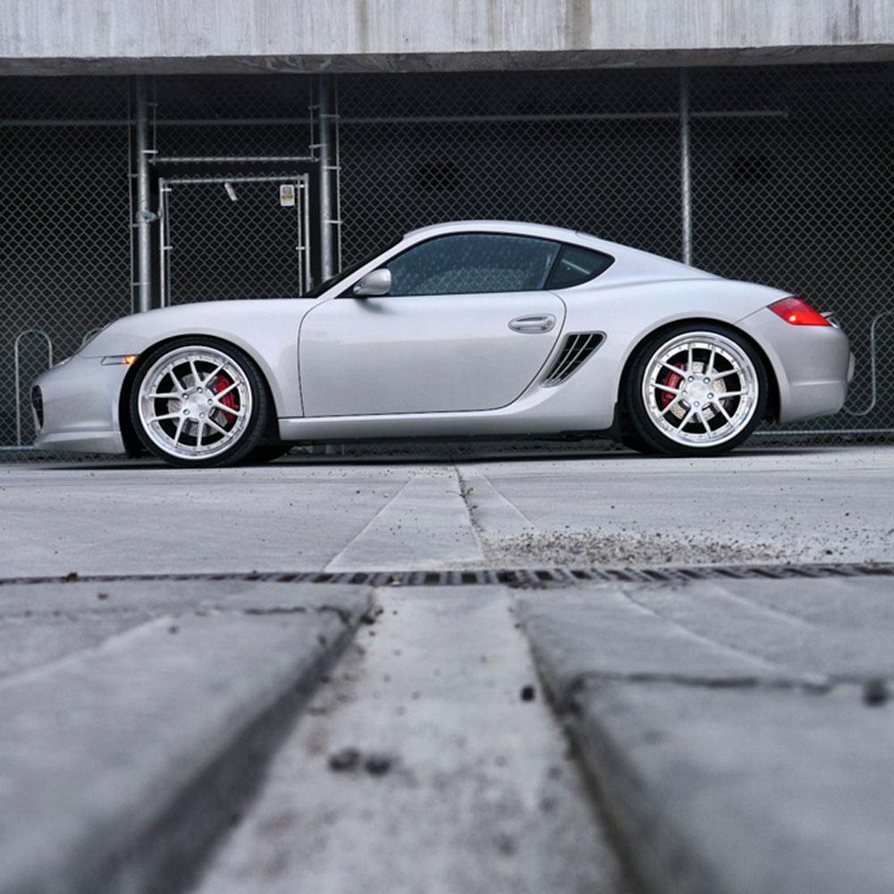серебристая Porsche  № 984937  скачать